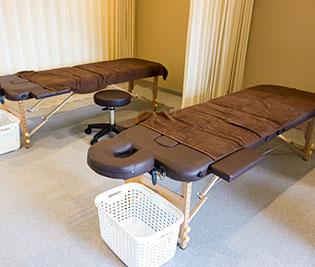 広めのベッド&施術スペース